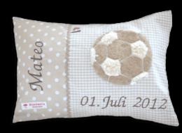 Namenskissen mit Fußball - Applikation auf Vichykaro in beige, Namensstickerei und Geburtsdatum des Kindes