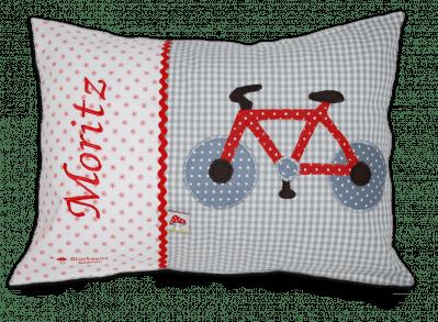 Namenskissen mit Fahrrad - Applikation, Namensstickerei und Zackenlitze auf grau und roten Punkten