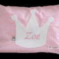 Namenskissen mit Krone auf rosa Vichykaro-Muster