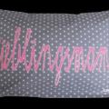 Graues Namenskissen mit Lieblingsmama - Applikation und Sternen-Muster