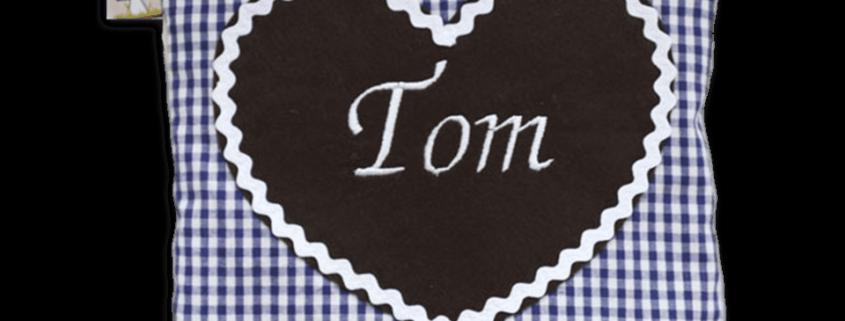 Dunkelblaues Kissen mit applizierten Herz und Namensstickerei