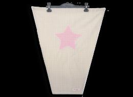 Schützen Sie Ihr Kind vor direkter Sonneneinstrahlung und gefährlichen UV-Strahlen mit einem süßen Sonnensegel mit appliziertem Stern in rosa/weißem Vichykaro auf Vichykaro in beige.