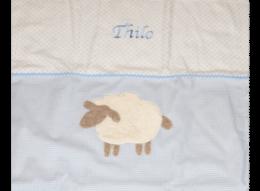 Namensdecke mit Schaf-Applikation und Zackenlitze