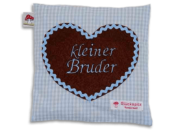 """Hellblaues Kissen mit applizierten Herz und Stickerei """"kleiner Bruder"""""""