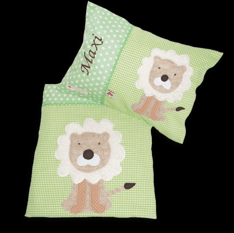 Zweiteiliges Schlafset mit großer Löwen-Applikation und Namensstickerei auf hellgrüner Baumwolle