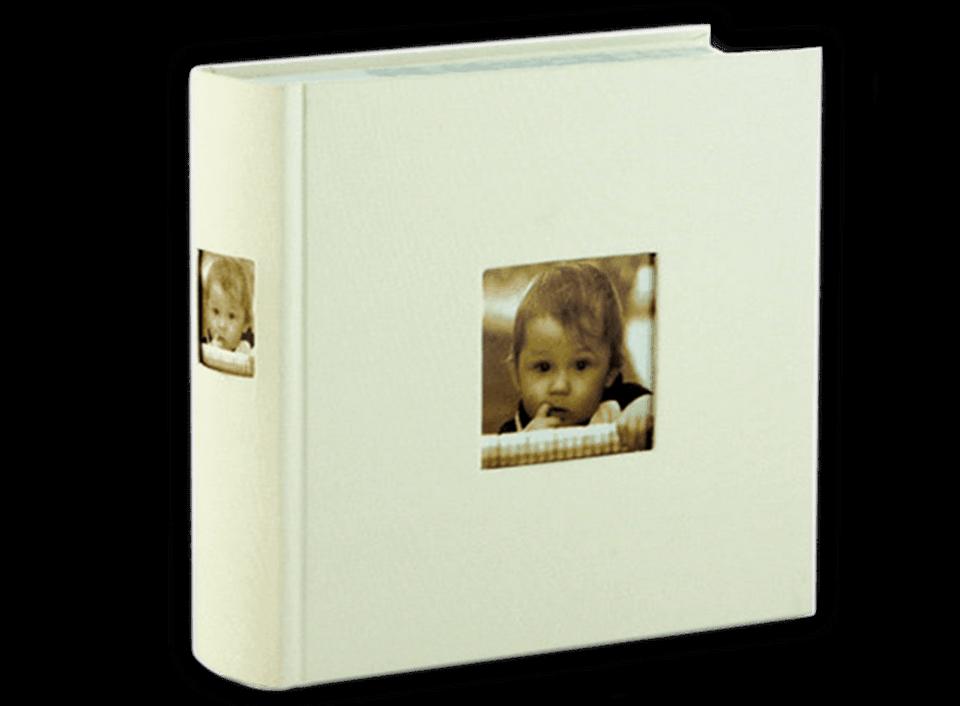 In unserem Bilderbuch in weiß können Sie auf 50 Seiten 200 Fotos unterbringen.