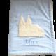 Flauschige Namensdecke mit appliziertem Kölner Dom auf hellblauem Baumwollstoff mich plüschiger Innenseite