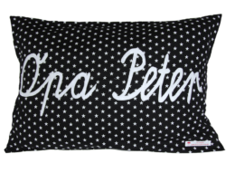 Schwarzes Namenskissen mit Opa - Applikation und weißen Sternen