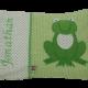 Namenskissen mit Frosch-Applikation auf grünem Vichykaro.