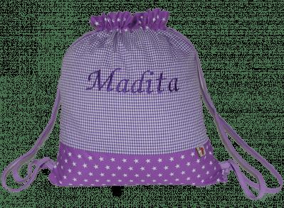 Dieser Turnbeutel besteht aus einem Muster-Mix aus Vichykaro und Sternen in lila.