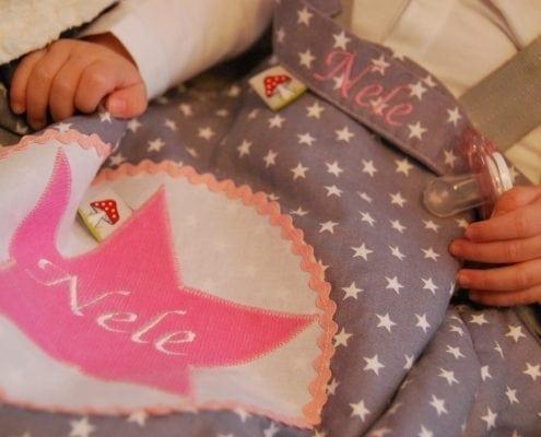 In unseren personalisierbaren, flauschigen Schlafsäcken in verschiedenen Designs schlummert Ihr Kind sicherlich schnell ein.