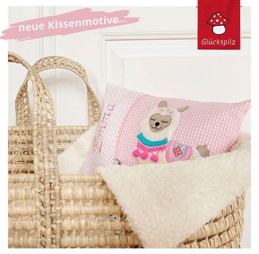 Kissen mit Namen bestickt und Lama Applikation in rosa