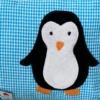 Namenskissen mit Pinguin Applikation in Detailaufnahme