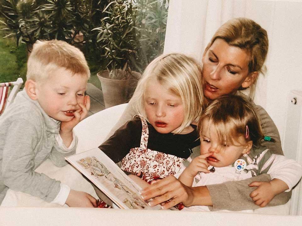 Bettina Teckentrup mit drei Kindern