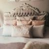 meins Kissen dekoriert in Ehebett